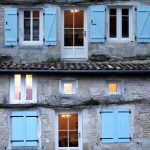 volet petit maison bleu ouvrert ferme 05022000